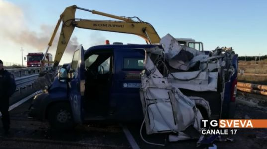 Highway Thieves in Italy Block Police With Burning Trucks, Peel Open Van With Backhoe, Get Away With $2.3 Million