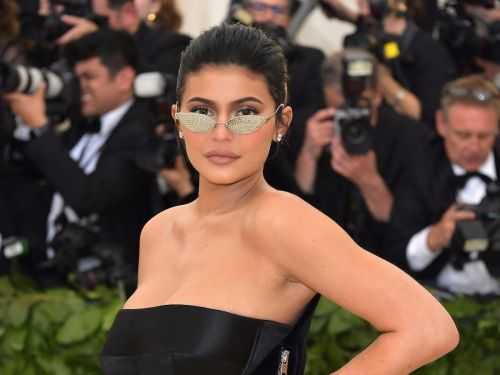 Kylie Jenner posed with her leg scar on show for her GQ cover - and people love that it wasn't Photoshopped out