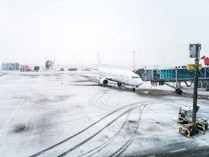 2,320+ flights cancelled & 6,375+ planes delayed across US