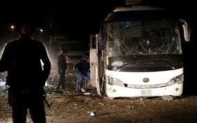 Bomb attack on tourist bus near Giza pyramids - 4 people killed at least