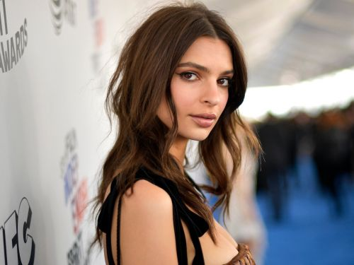 Emily Ratajkowski accessorized her bikini with a giant straw hat that almost covered her entire body