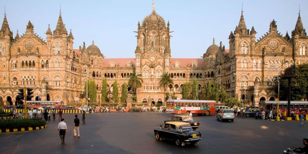 Wannabe a Star? 5 Ways to Make Your Bollywood Dreams Come True in Mumbai