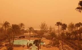 Sandstorm in the Canary Islands strand thousands of passengers