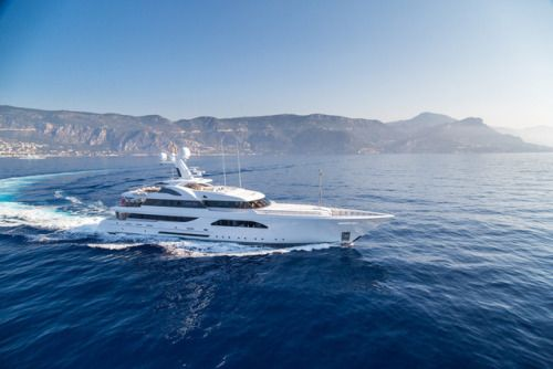 Feadship Superyacht LARISA Is Designed with Alfresco Living in