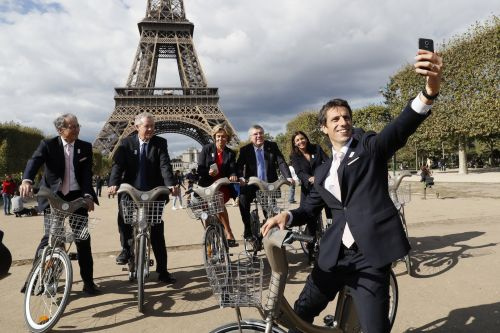 Paris plans to launch the world's largest fleet of electric bicycles