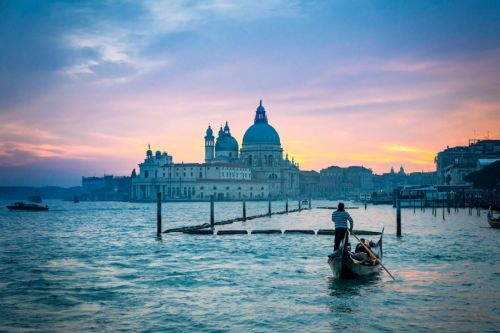 Where To Stay In Venice: Best Neighborhoods & Hotels