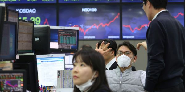 'The most disruptive thing to hit markets in many years': 5 financial experts sound off on coronavirus chaos, and what it means for investors