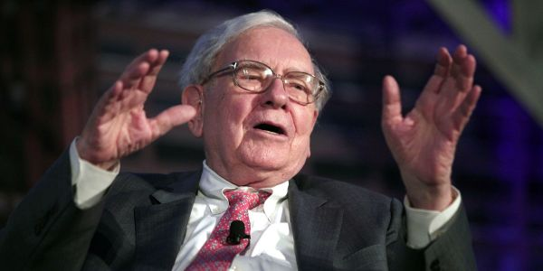 'The brand is special': Warren Buffett called on American Express' CEO to protect its reputation during the coronavirus pandemic