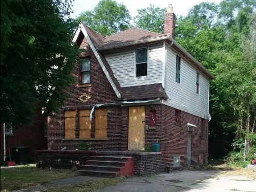 A high school teacher bought a 'trashed' home in Detroit for $2,600 and got it into livable condition in less than 2 years. Here's how she did it