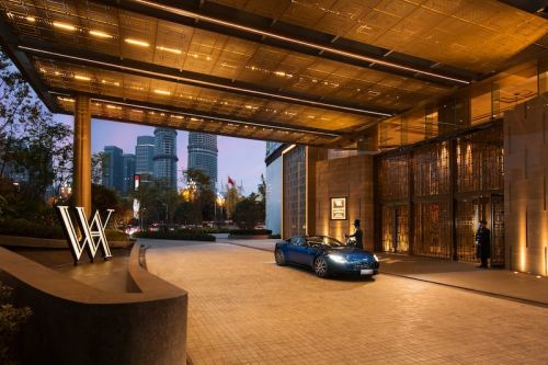 Aston Martin Partners with Waldorf Astoria