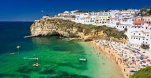 Portugal sees international tourists' arrival decline but hotel revenue still high
