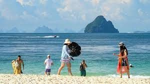 Hotels in Phuket forced to reduce prices with vacant rooms and sparsely populated beaches