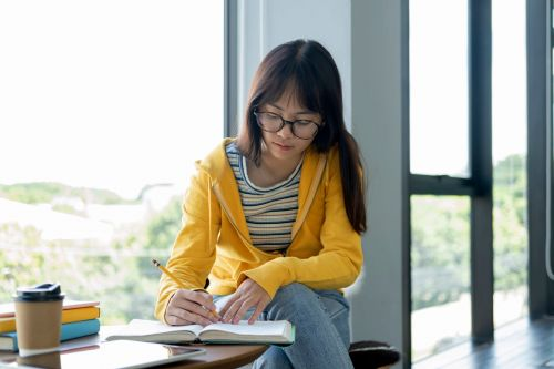 7 mistakes millennials regret making with their money during college
