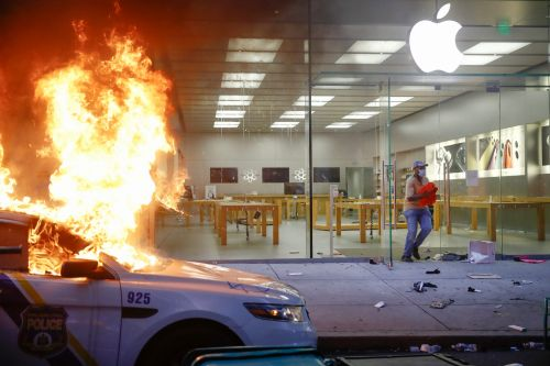 Apple closes stores across the US over safety concerns amid George Floyd protests
