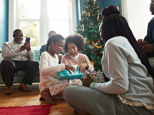 When should you tell your child the truth about Santa? A psychotherapist weighs in